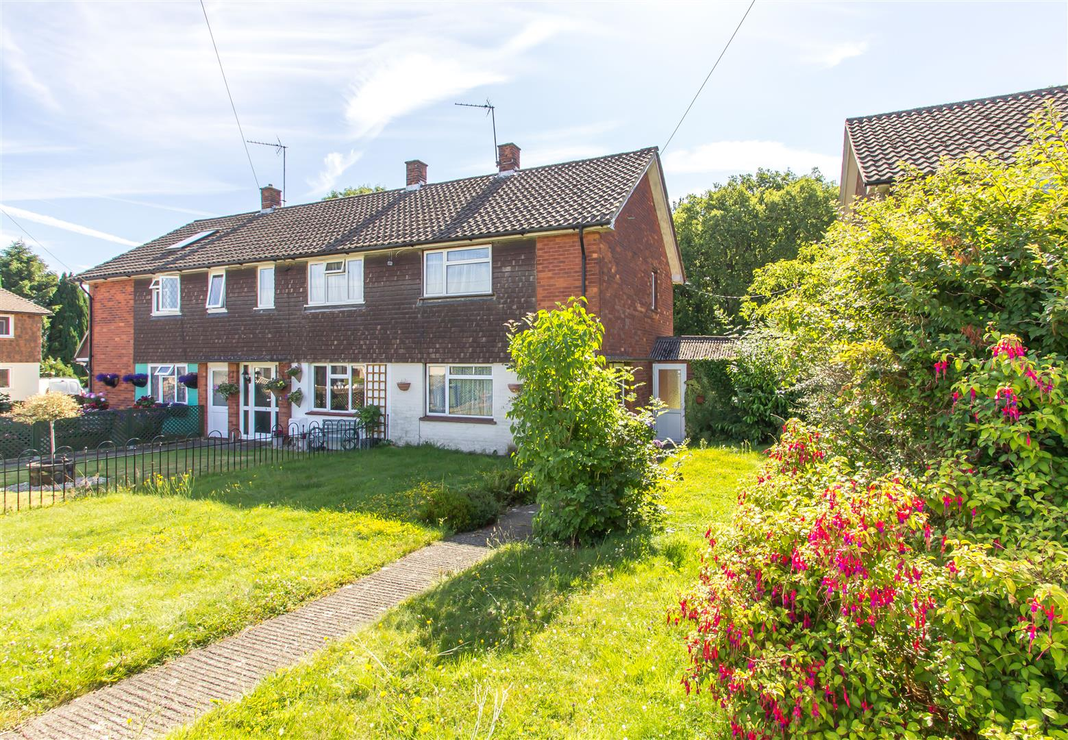 2 Bedrooms Semi Detached House for sale in The Square, Paynesfield Road, Tatsfield